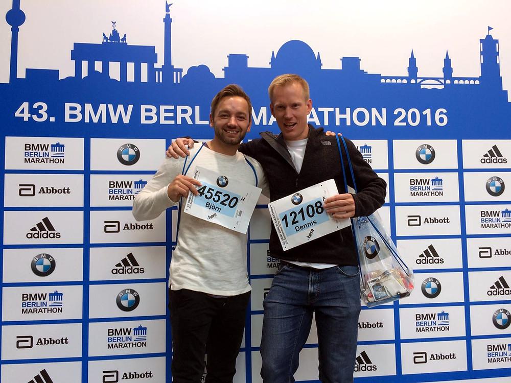 Glückliche Berlin Marathon Finnischer dank Laufcoaches.com