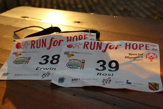 RUN for HOPE 2020 by Laufcoaches.com - Startnummer (c) Bayerische Laufzeitung.JPG