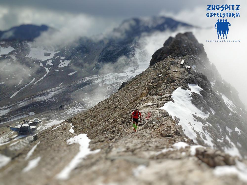 Ganz oben beim Zugspitz-Gipfelsturm by Laufcoaches.com