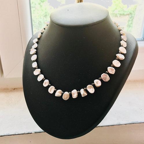 Collier en perles de culture baroques et hématite