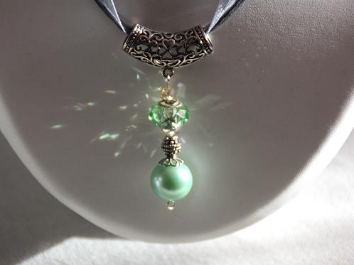 Pendentif nacre verte et perle de verre