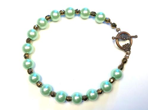 Bracelet en perles de nacre verte et hématite dorée