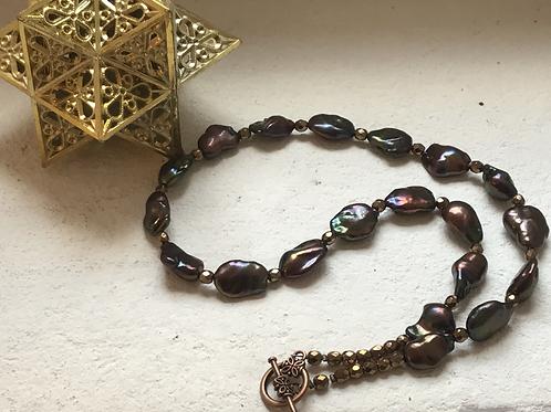Collier en perles de culture baroques et cristal métallisé