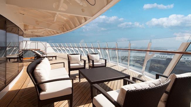G08-DDDF-concierge-royal-suite-verandah-stateroom-catR-05