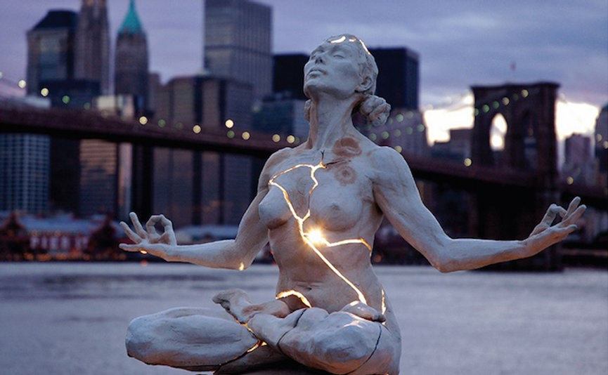 cracked-light-sculpture-by-Paige-Bradley