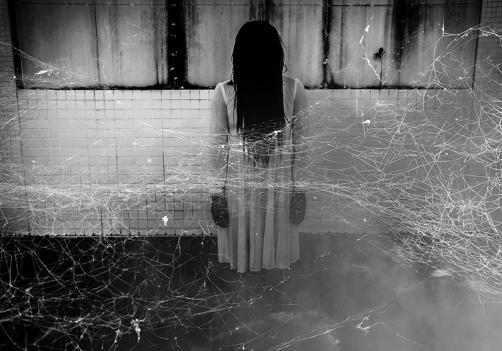 Ring scary woman, radio horror frightnight