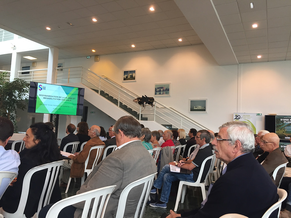 Le public était peu nombreux lors du colloque organisé suite à l'apparition de la décharge sauvage de Carrières-sous-Poissy