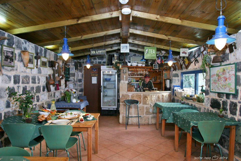 בקתות עץ השדה חדר אוכל