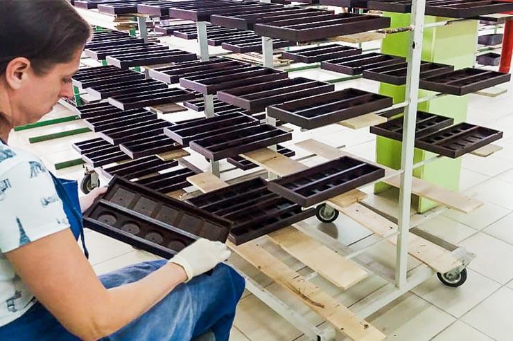 Производство деревянного чайного меню на заказ