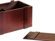Деревянный реечный ящик покрашенный с перегородкой