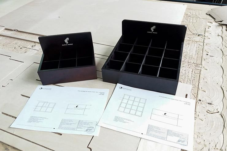 Разработка и производство деревянных дисплеев и лотков для презентации чая