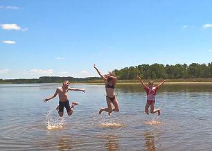 Bellebouche kids jump.jpg