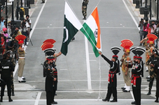 Pakistan gives UN a dossier on India, New Delhi dubs it 'lies'