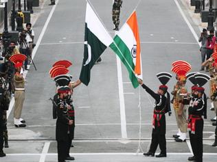 Pakistan gives UN a dossier on India, New Delhi dubs it 'lies'