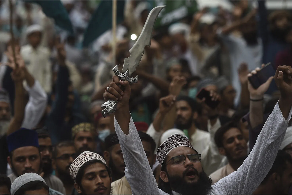 Supporters of hardline Islamist party Tehreek-e-Labbaik Pakistan carry shout slogans during a protest against the reprinting cartoon of the Prophet Mohammad by French magazine Charlie Hebdo, in Karachi on September 4, 2020. - Photo: AFP/Asif Hassan