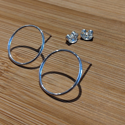 Open circle studs silver