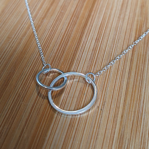 Minimalist linked circles pendant