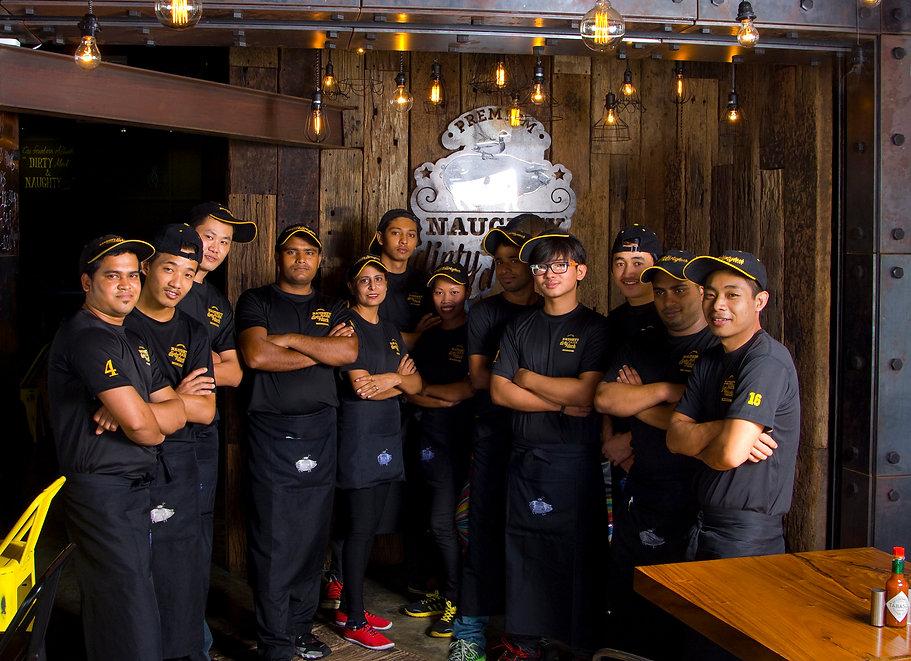 Friendly and helpful staff in our Pork & Duck Restaurant Bar 好服务 良いサービス  좋은 서비스