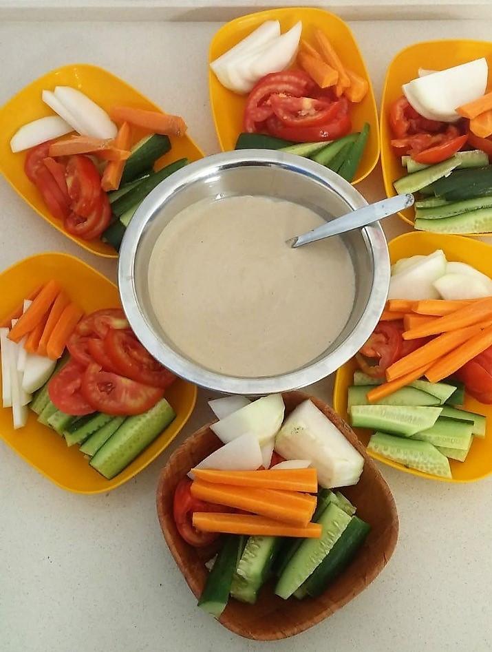 ירקות במטבל טחינה