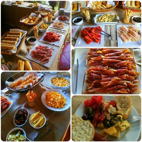 mesa de quesos y jamones
