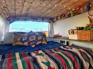 Le Tisseur de rêves est une camionnette de location pour les grands campeurs et les séjours romantiques