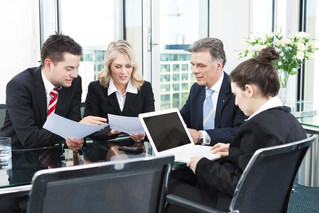 World First Asia Senior Compliance Associate 收入