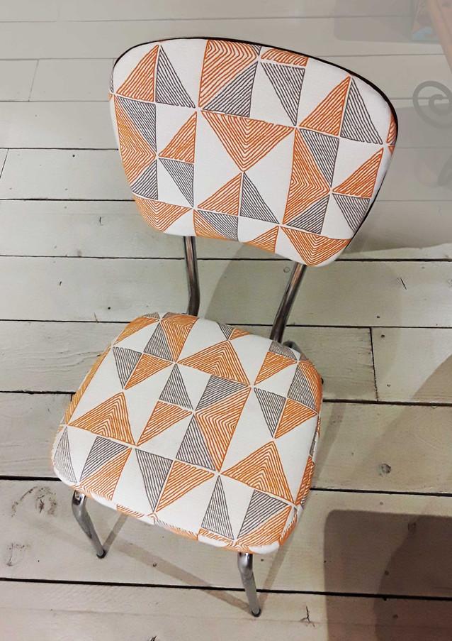 chaise-orange-web.jpg