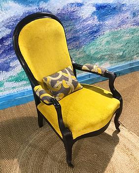 Voltaire-velours-jaune-les-pachas-tapissier-decorateur-sete