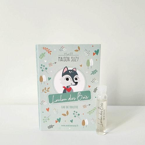 Flacon de l'échantillon de parfum enfant garçon Loulou des Bois, accompagné de sa cartonnette avec dessin de petit loup.