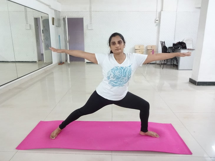 Treat knee issues with Yoga, Manage knee pain with yoga, Yoga asanas for preventing the knee pain