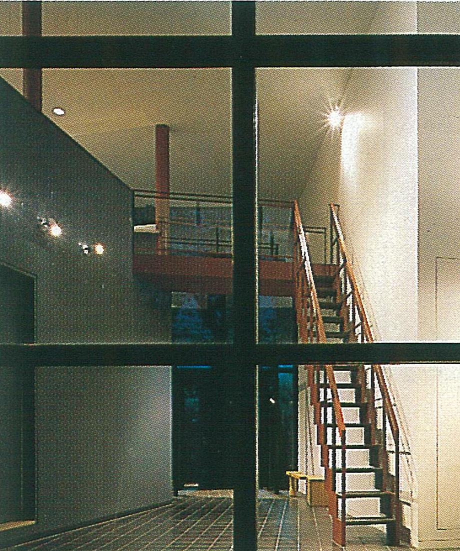 玄関ホール夜景