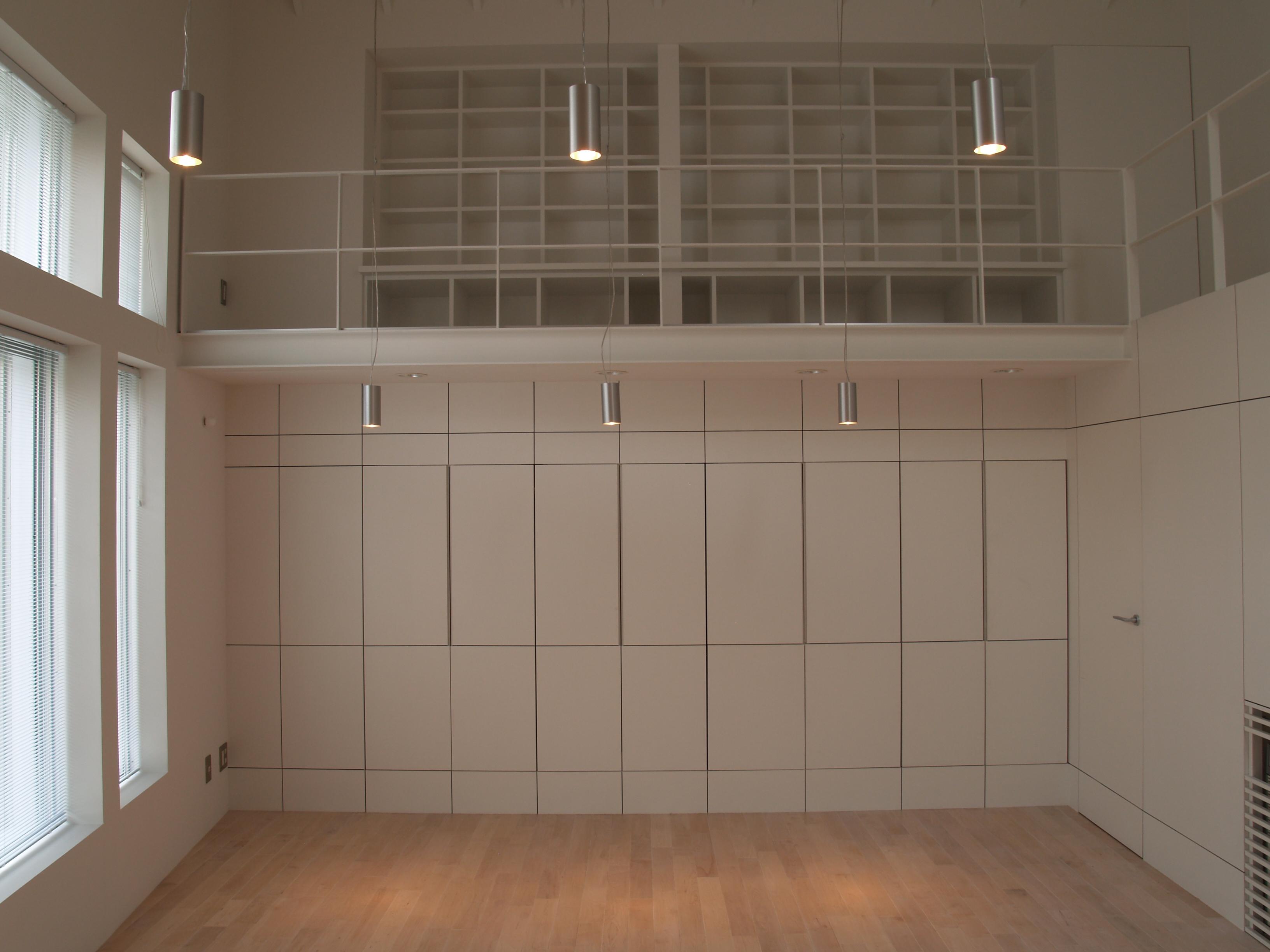 ピアノ室収納壁面 (2)
