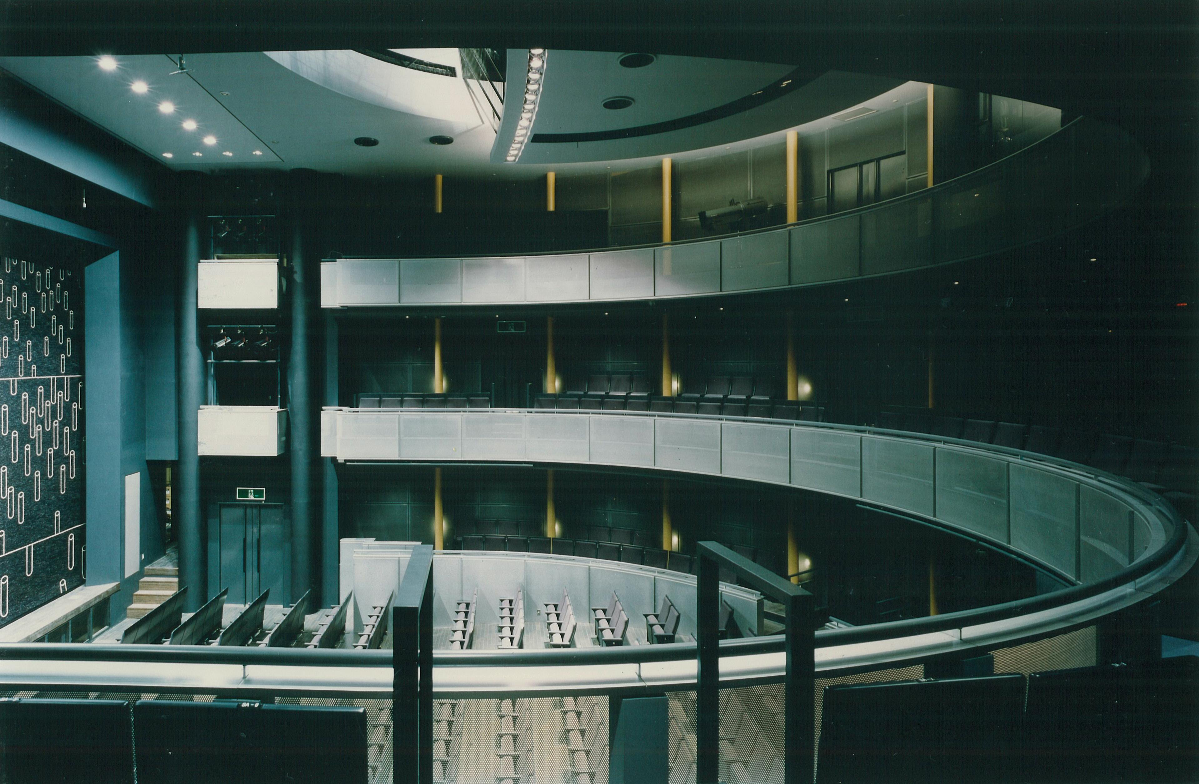 ホール横3