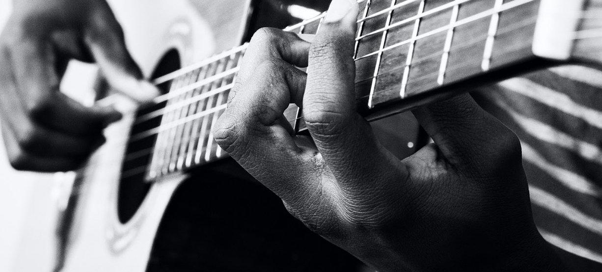 Musicien instrumentiste guitariste piani
