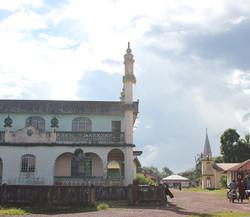 1024px-Pendemdu_Mosque_and_Church