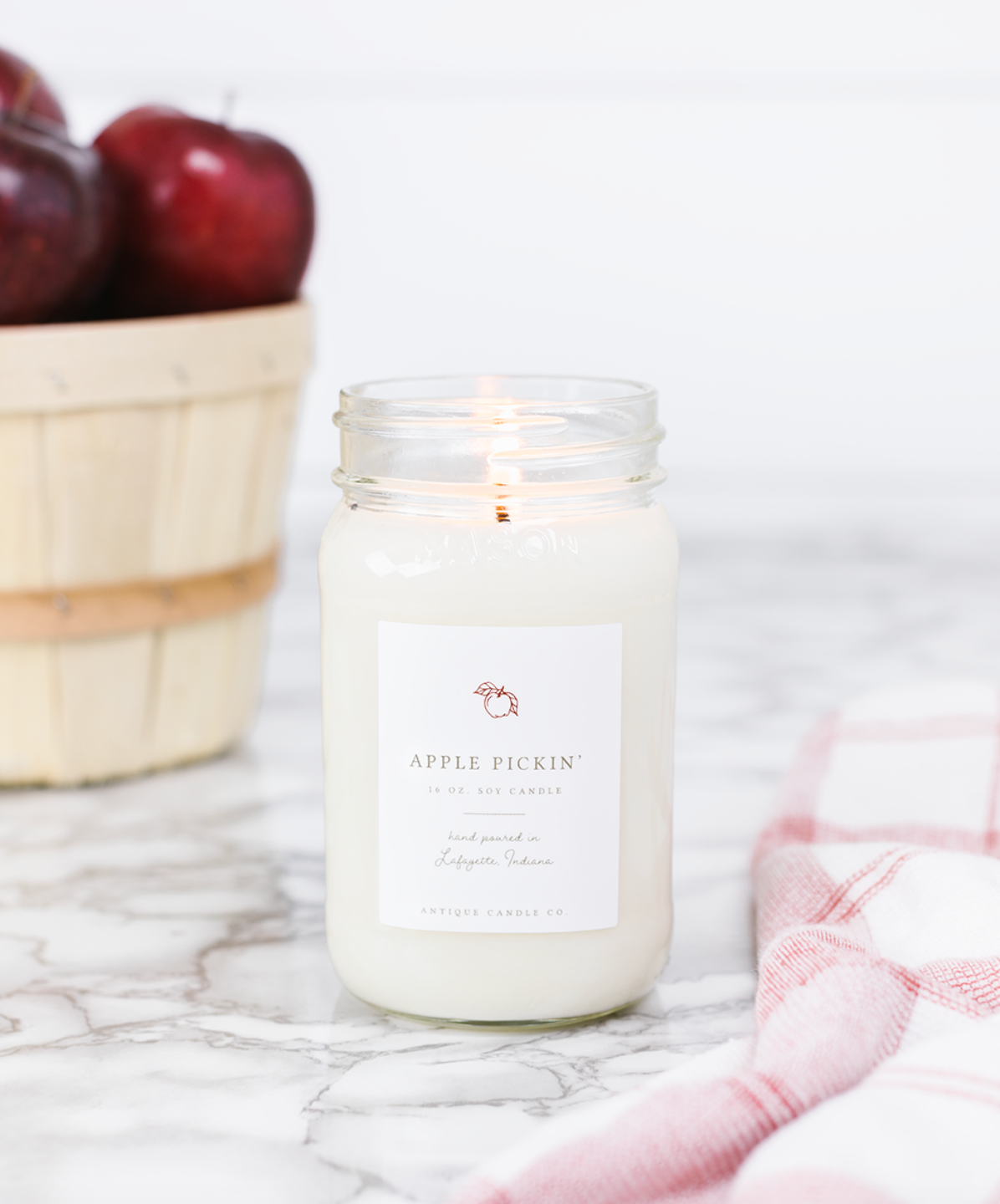 Apple Pickin' - Antique Candle Co.