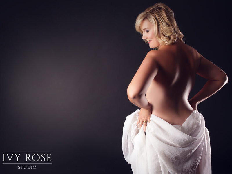 Love Yourself in Lingerie: Why a Boudoir Photoshoot is for Everybody