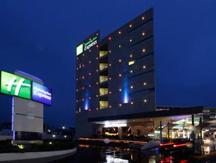 Holiday Inn Express Galerías Metepec: Minimalista urbano