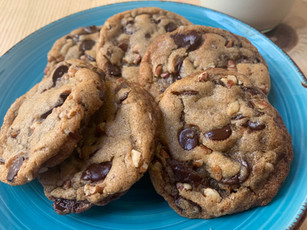 Chewy Vegan Chocolate Chip Cookies w/ Nuts