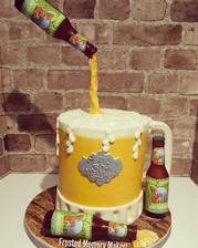 3D beer mug with 3 isomalt sugar beer bottle