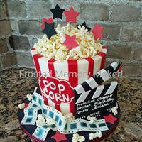 3D Popcorn Bucket Cake