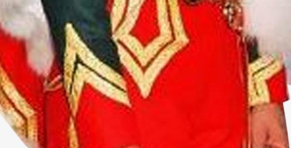 Culotte à la Hussarde, Officier