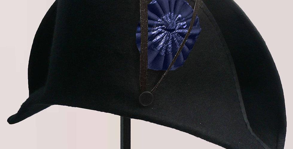 Bicorne Révolution, en feutre mérinos noir, bien apprêté, bordé d'un biais noir