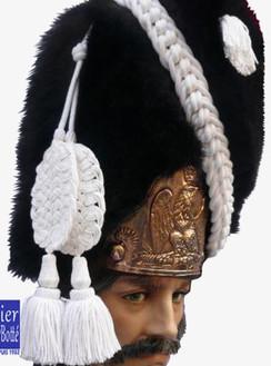 cordon-raquettes-blanc-de-bonnet-d-ourson-de-grenadier-a-pied-de-la-garde-im.jpg