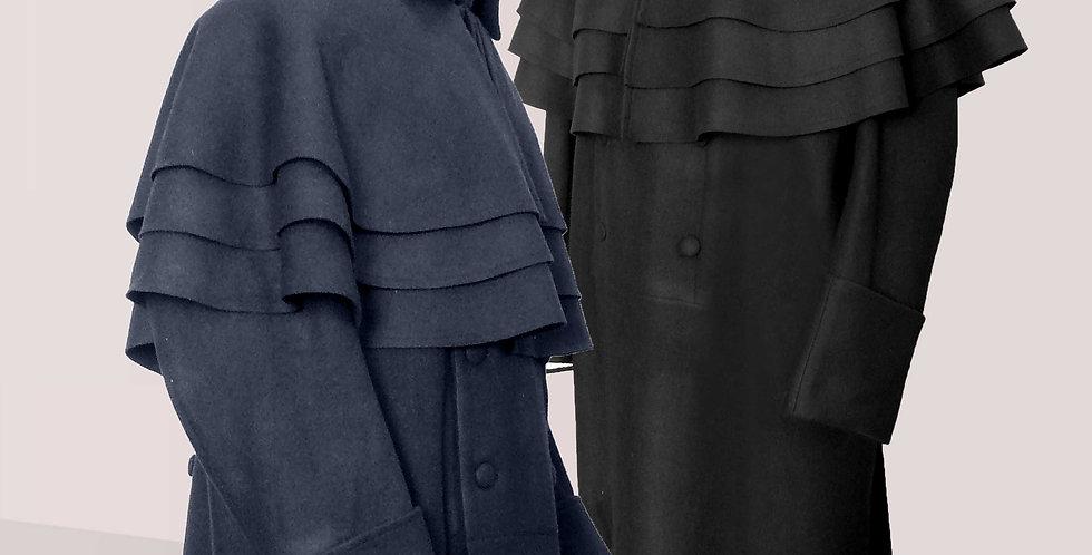 CARRICK, l'emblématique manteau civil originaire de Grande Bretagne
