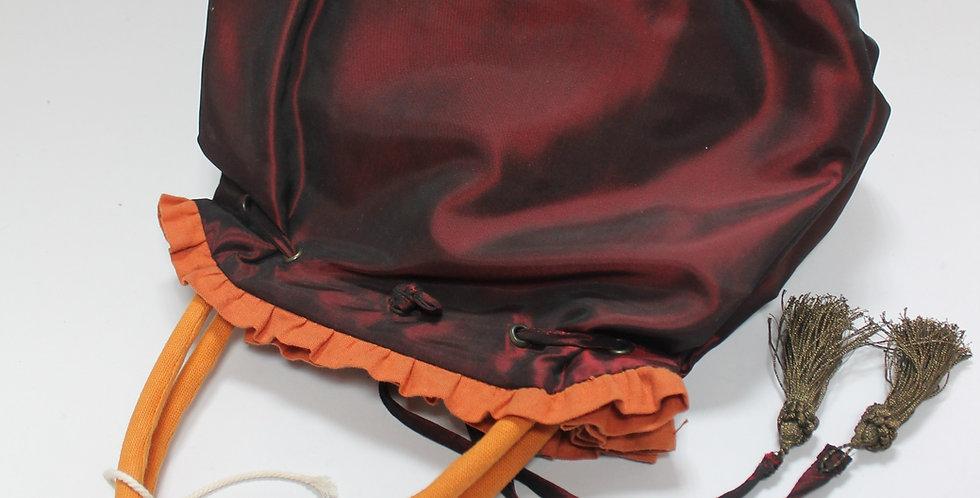 CARRO, Sac à base carré en tissus doublé de toile, bordé d'unvolant