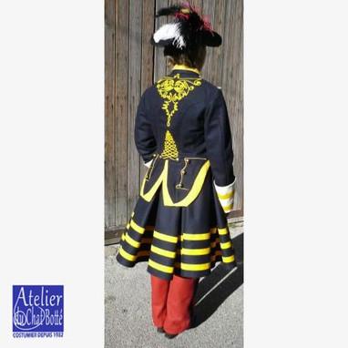 reconstitution-historique-d-uniforme-cantiniere-second-empire-big - Copie.jpg