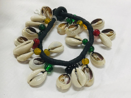 Cowrie shell bracelet with beads