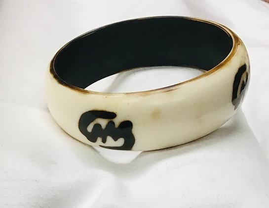 Beige Wood Bracelet, gye nayme