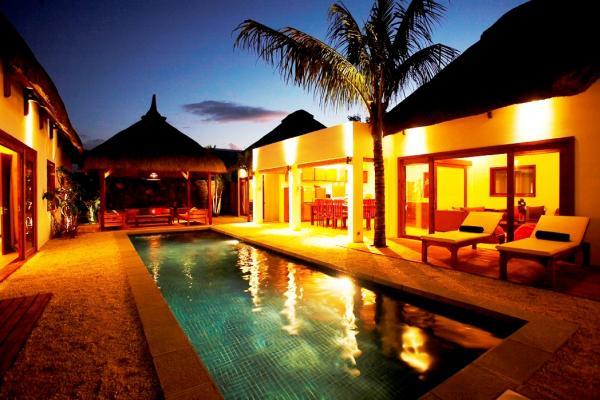 villa by night.jpg